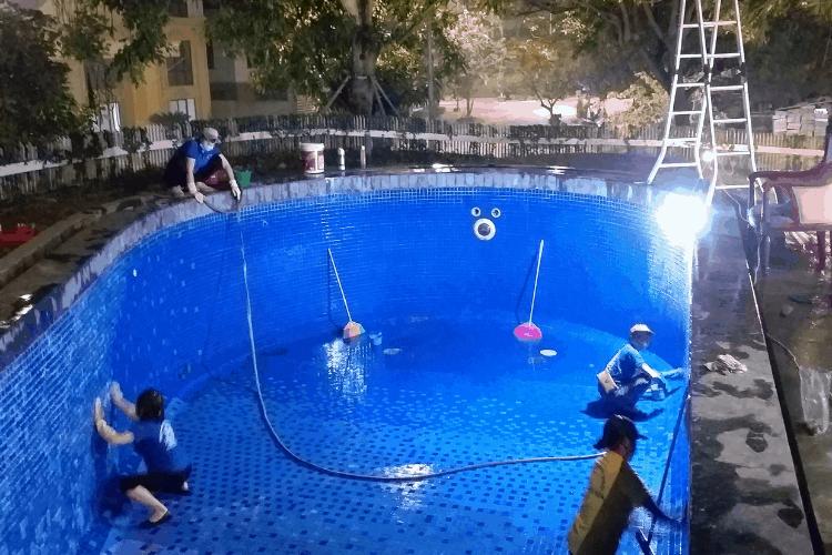 Rửa bể bơi tại Hạ Long Quảng Ninh