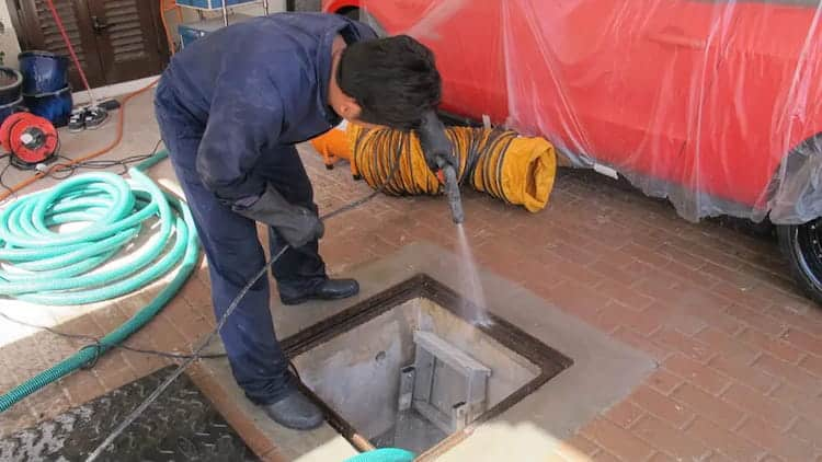 dịch vụ rửa bể, vệ sinh téc bồn nước sinh hoạt tại Hạ Long